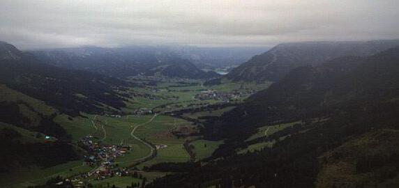 Der Ort Schattwald in Österreich am 14.10.2016, 17:10 Uhr, von der Bergkamera aufgenommen