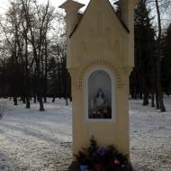 Blick in den Kur-Garten in Franzensbad, Madonna am Wegesrand